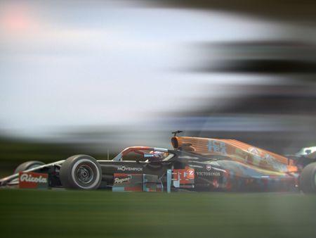 Formula 1: Model to Survive